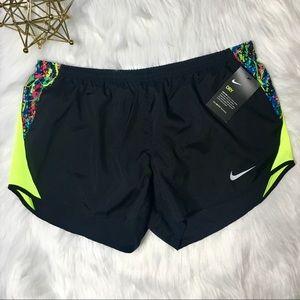 NWT Nike Dri-Fit Short w/ Splatter Paint Design 🌟